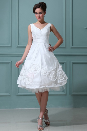 Elegant Short V Neck A Line Taffeta Ruffles Wedding Dress