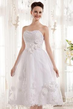Robe de mariée bustier coeur ornée de fleurs en tulle