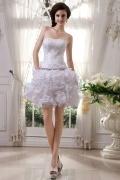 Mini Vestido de noiva decote em coração pontilhada com jóias