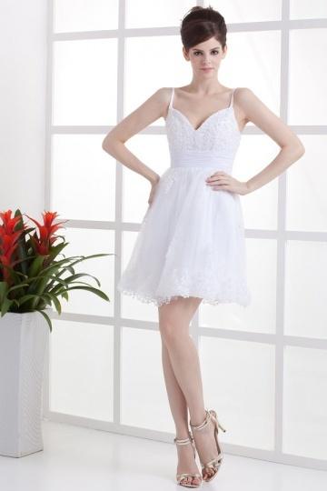 Vestido de noiva curto decote em V Império decorado de padrões de renda