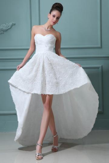 Vestido de noiva Moderno Sem alças apresenta uma saia floral coração