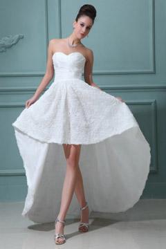 Robe de mariée moderne bustier cœur équipée d'une jupe florale