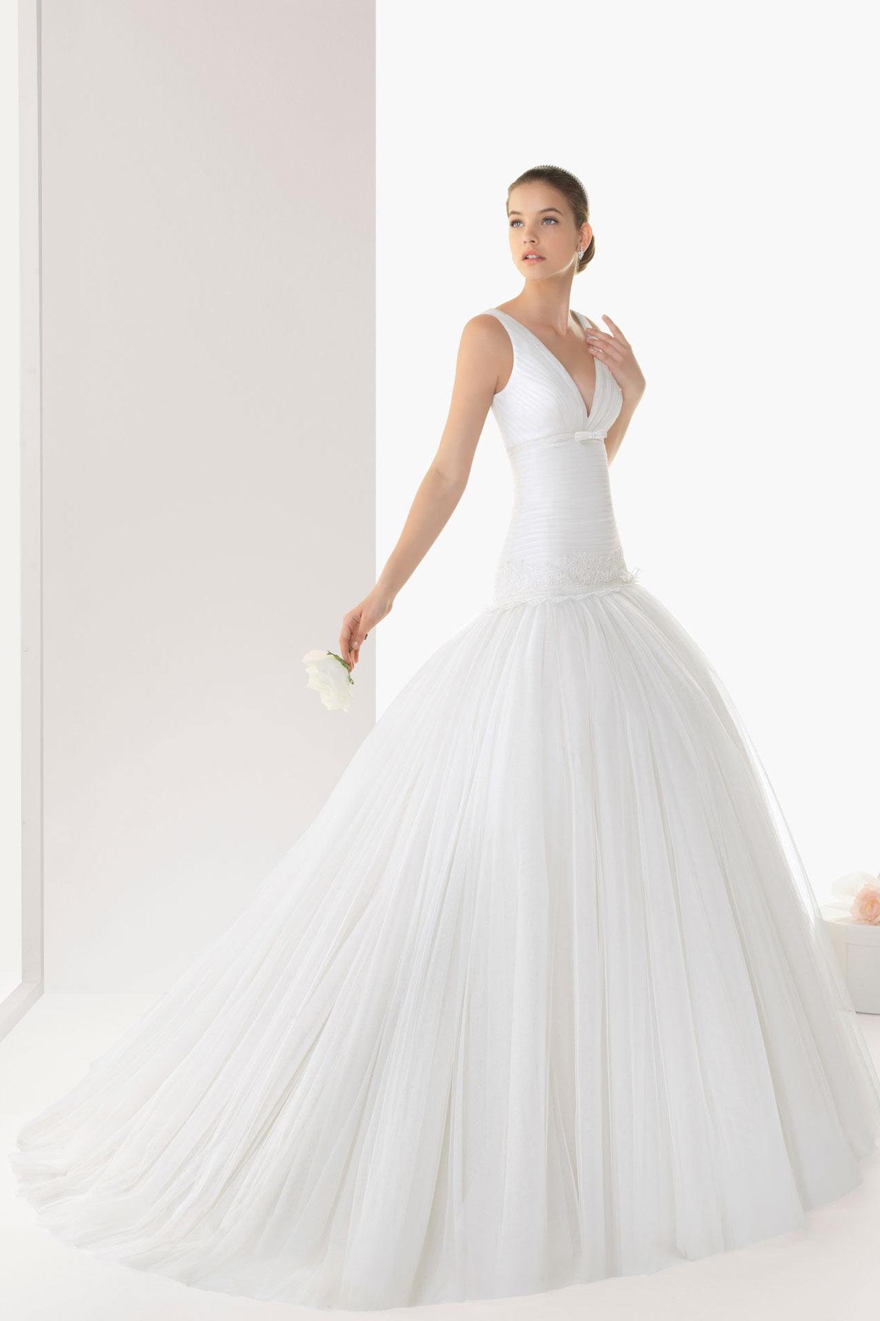 Robe de mariée trompette col V taille plongeant empiècement dentelle