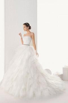 Classique robe de mariée blanche avec bustier raffiné