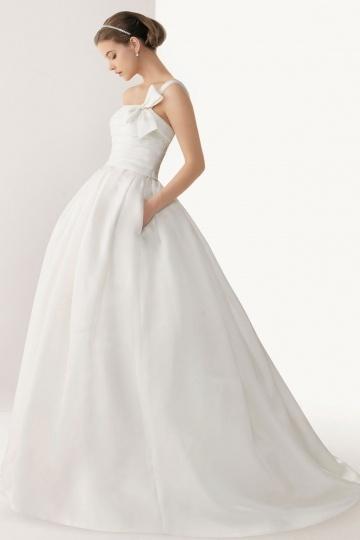 Schlichtes langes ein Schulter Brautkleider