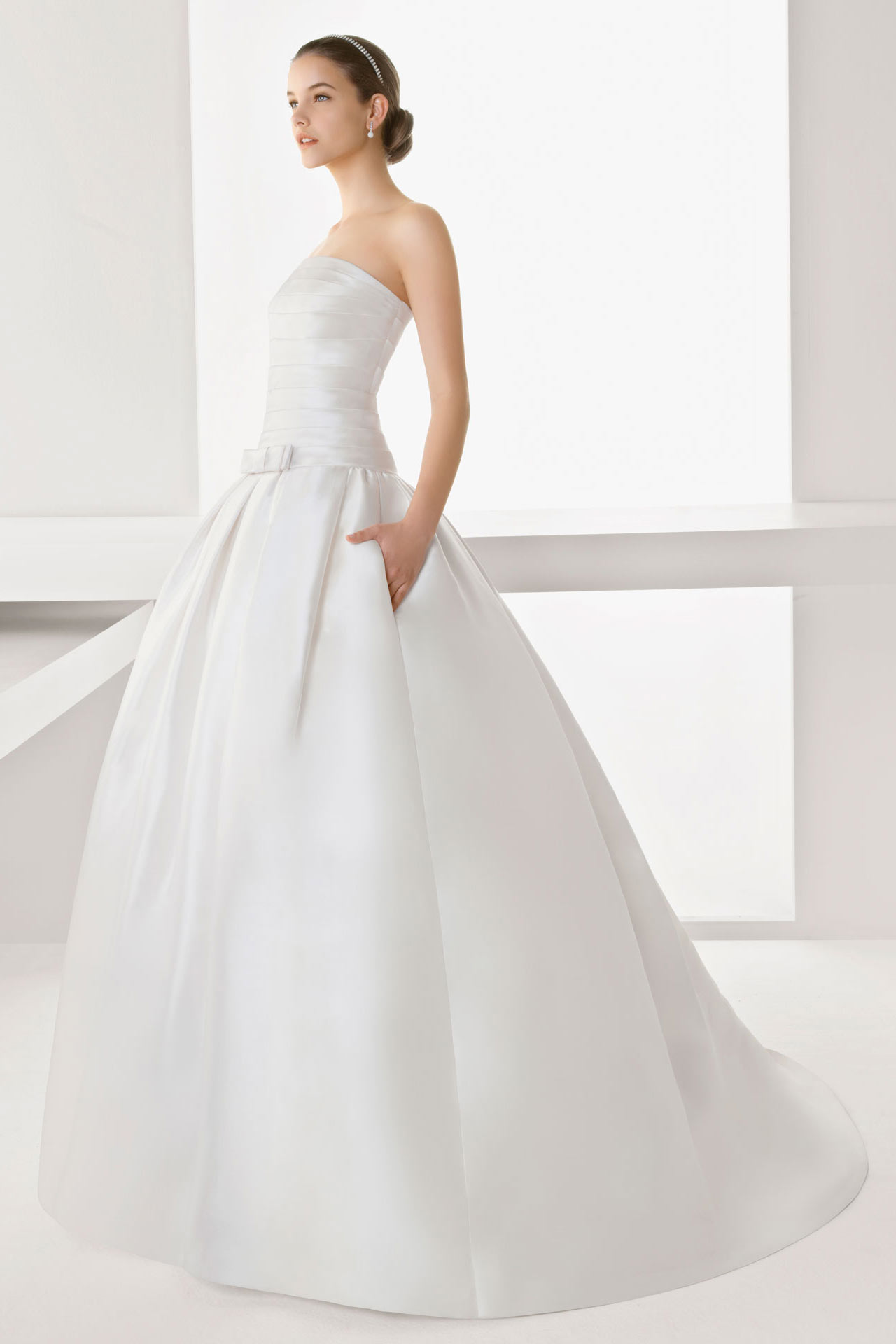 Vintage Ball Gown Satin Bowknot Wedding Dress with Lace