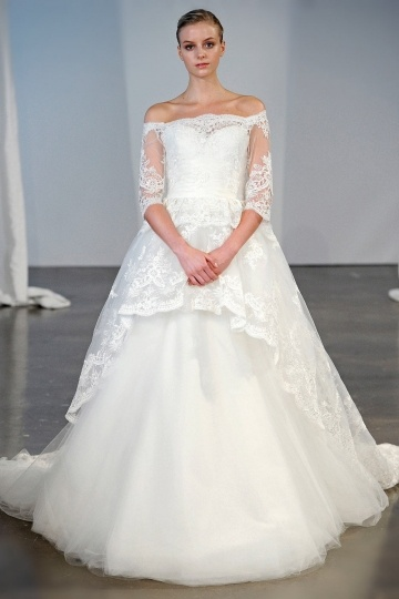 Chic Ivory Off Schulter A-Linie Brautkleider aus Spitze mit Ärmel Persun