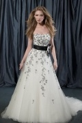 Modern A Line Sweetheart Embroidery Ivory Tulle Wedding Dress With Court Train