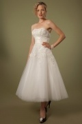 Tea Length A Line Strapless Appliques Ivory Tulle Wedding Dress