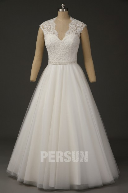 Juliette: Classic V-neck Lace Applique Beaded Ball Gown Wedding Dress