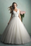 Sexy A Line V Neck Beaded Sequins Ivory Tulle Wedding Dress With Court Train