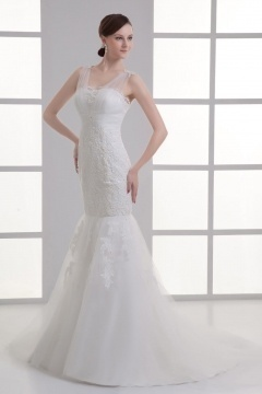 Robe de mariage sirène en dentelle ornée de bijoux
