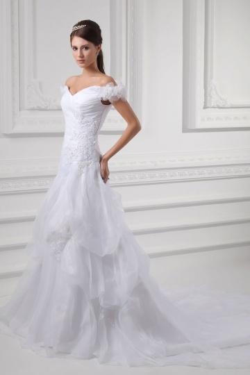 Trendige Alternativen zu den traditionelle weiße Brautkleider