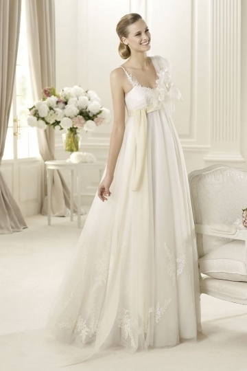 Chic Tulle A Line Floor Length Straps Flowers Beach Wedding Dress
