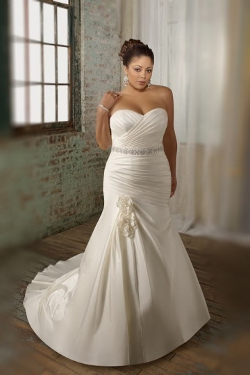 Weddingbuy Sweetheart Ruching Flower Satin Ivory Plus Size Bridal Dress