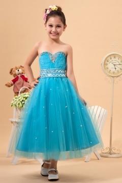 Robe mariage enfant bleu bustier coeur ornée de bijoux et de paillettes