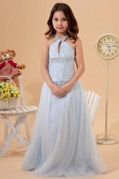 Robe mariage enfant bleu clair parée de bijoux