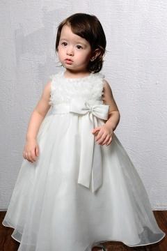 Robe mariage enfant blanche à froufrou ornée d'un nœud papillon