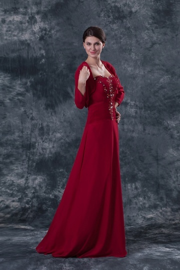 Vestido de noite vermelho bustiê coração decorado de jóias