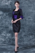 Vestido de noite curto bicolor decote quadrado em cetim