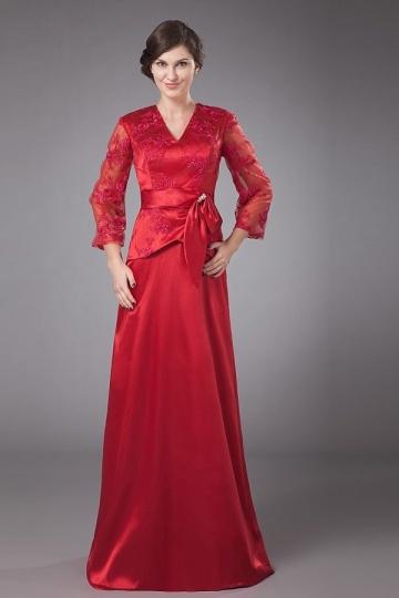 Vestido mãe do noivo vermelho decote em Vcom manga longa