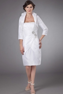 Robe mère de mariée blanche enveloppe ruchée ornée de bijoux en taffetas