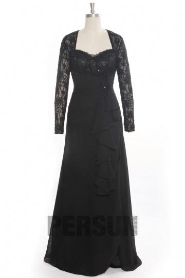 Vestido preto de noite com rendas mangas lado de fenda