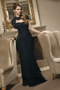 Vestido longo de noite pregueado decorado de jóias em Chiffon preto