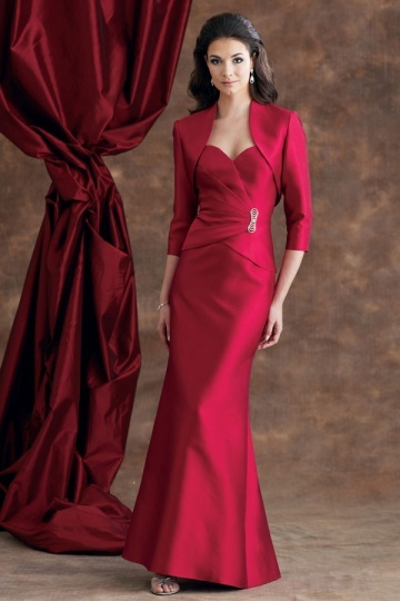 Vestido mãe da noiva pregueado decorado de pin em cetim vermelho