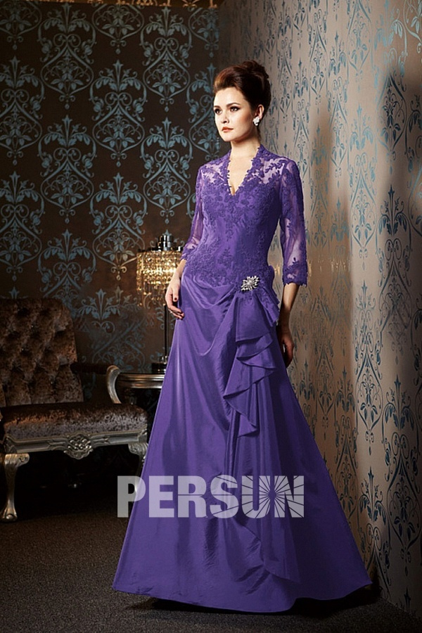 A Line V Neck Long Taffeta purple Mother Dress With Lace Appliques