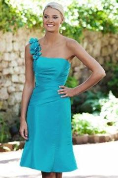Vestido de Dama de Honor con Solo Hombro Flores Corte Recto