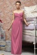 Vestido de madrinha coluna rosa decote em coração pregueado Vestido longo