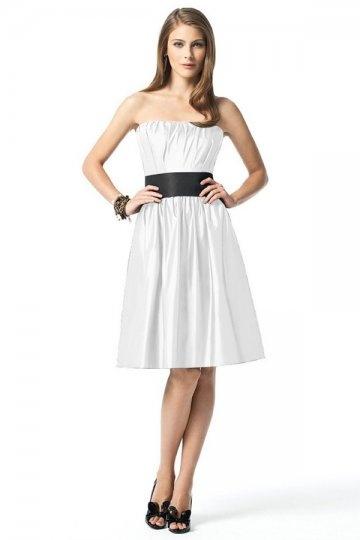 Vestido de madrinha linha-A pregueado Sem alça na altura do joelho com cinto preto