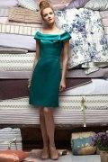 Vestido de Dama de Honor Hasta la Rodilla con Escote Barco Plisado y Satén Corte A