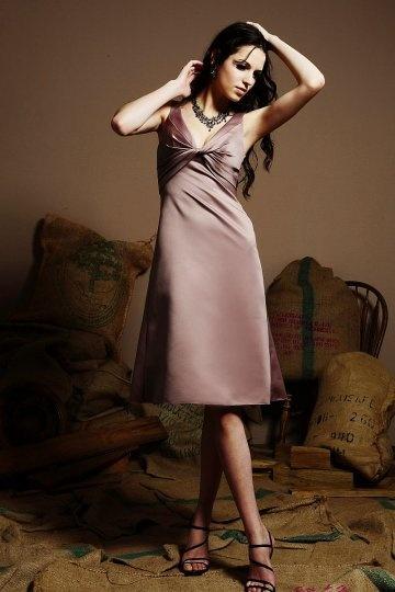 Schlichtes Knielanges A-Linie V-Ausschnitt Abendkleider aus Satin Persun