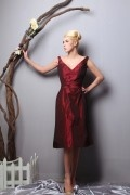 Wrinkle V Neck Taffeta Knee Length Burgundy Bridesmaid Dress