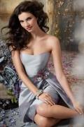 Vestido de Dama de Honor Hasta la Rodilla de Tafetán Plata con Strapless Applique