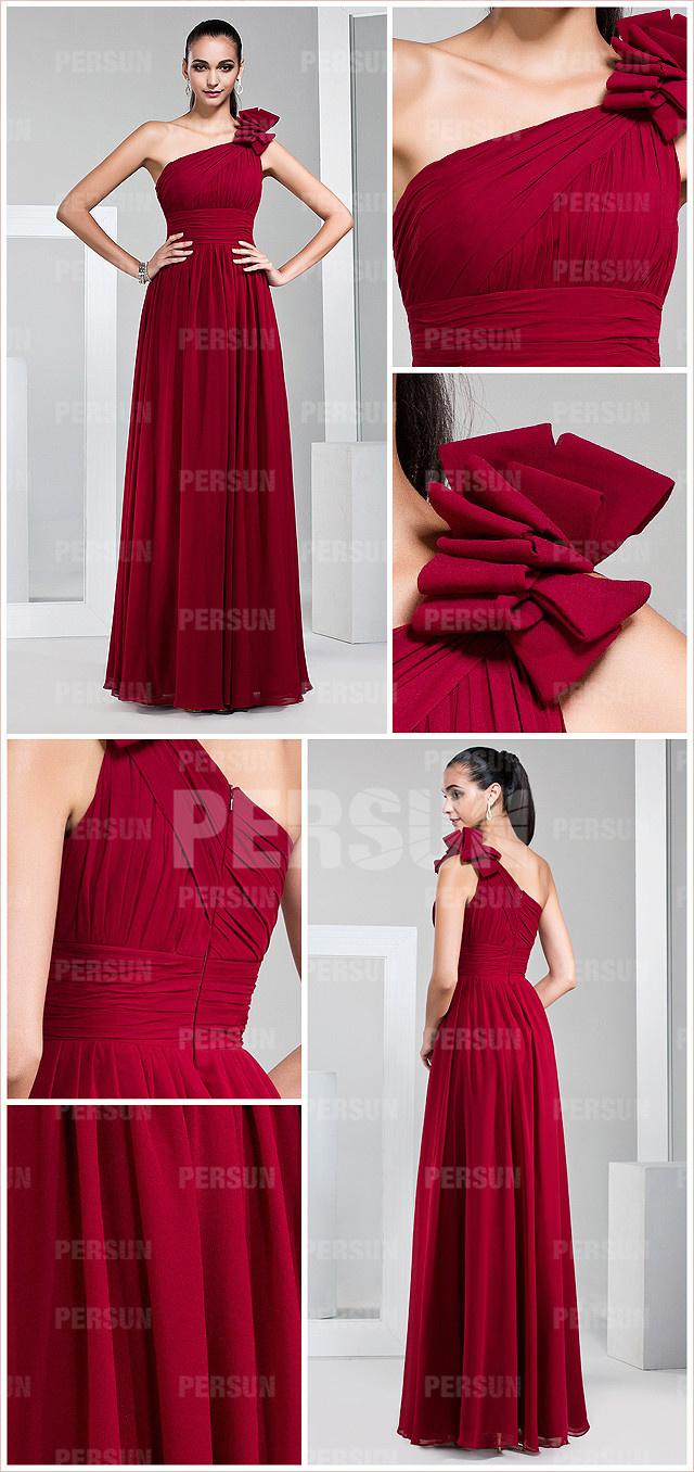 tenue robe bordeaux avec fleurs fait main asymétrique