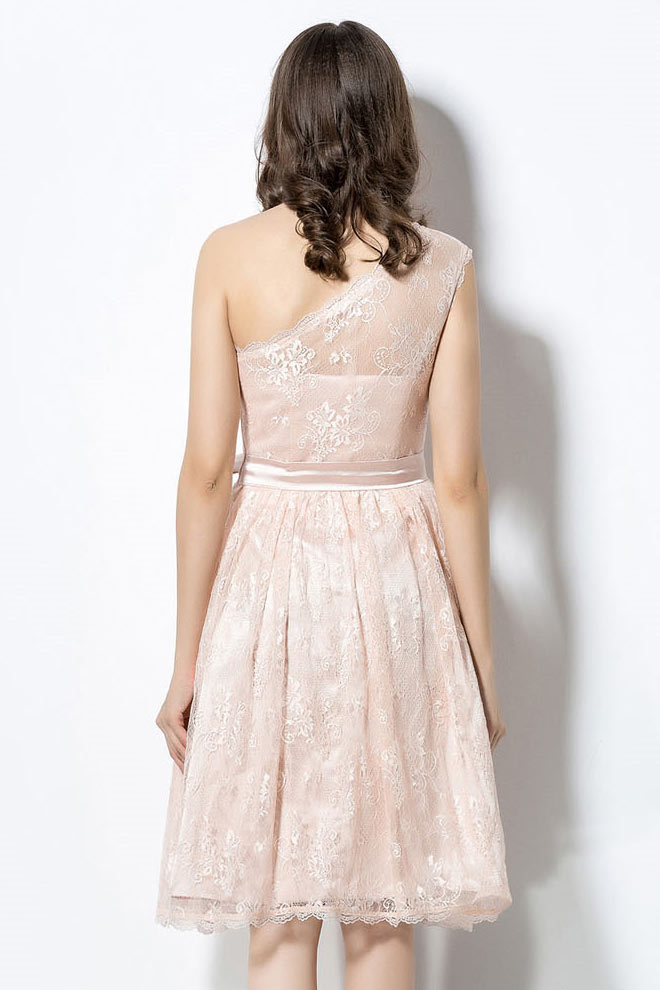 robe pour mariage courte dentelle asym trique avec noeud. Black Bedroom Furniture Sets. Home Design Ideas