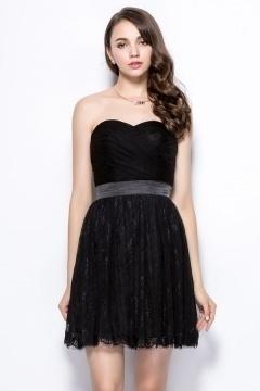 Petite robe noire bustier cœur en dentelle pour fête & bal