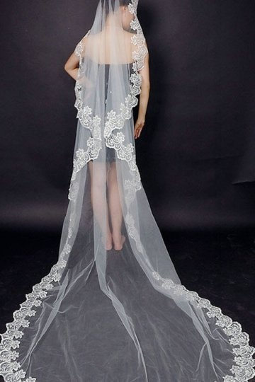 Chapel Length One-tier Scalloped Edge Lace Wedding Veil