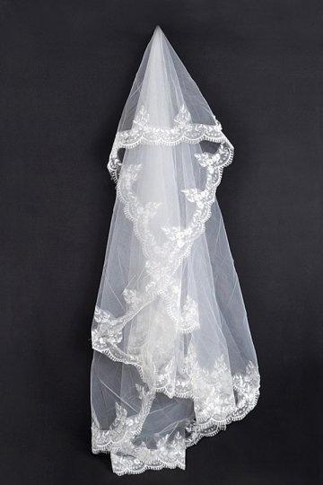 Elegant fingerspitzenlang einschichtig klassische Lace Hochzeit Schleier Persunshop