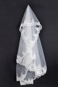 Graceful Fingertip Length One-tier Classic Lace Wedding Veil
