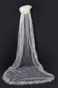 Cathedral Length One-tier Classic Lace Scalloped Edge Wedding Veil