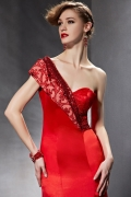 Robe de soirée rouge en satin à seule épaule