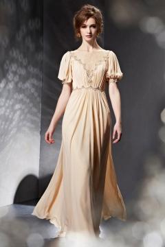 Longue robe à manche paysan ornée de dentelle