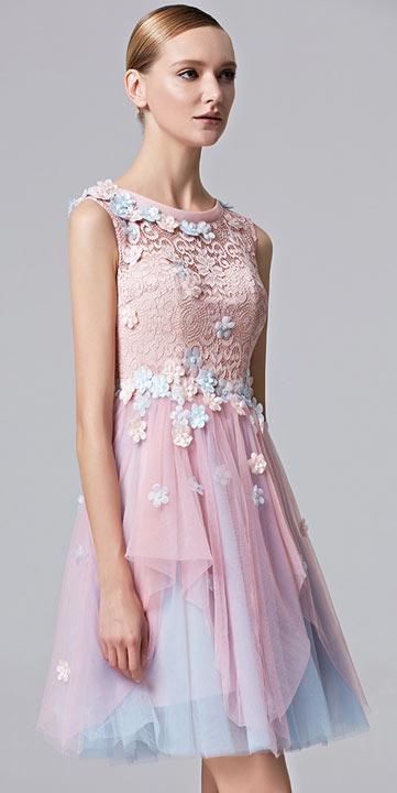 Robe courte vintage et florale avec bloc rose & bleu féérique pour anniversaire