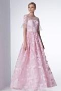 Robe mariée rose bonbon en dentelle à manche evasée