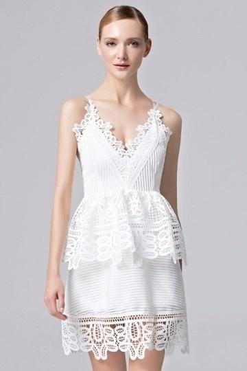 Sexy V-Ausschnitt A-Linie Kurz Rückenfreies Abendkleid aus Spitze Persunshop