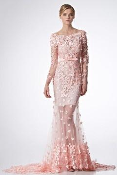 Splendide robe rose de gala semi-tansparent appliquée en bijoux